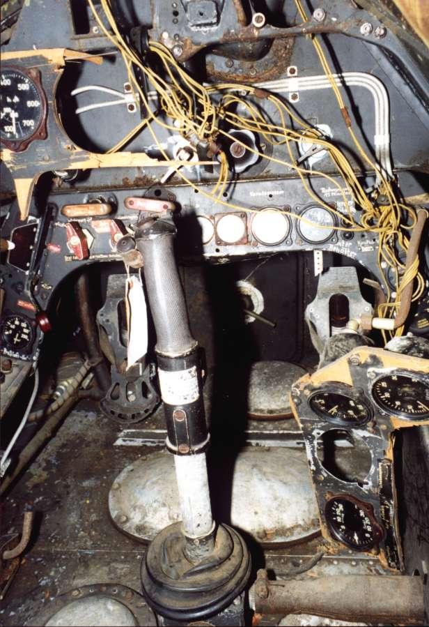 Ta_152_H-0_Cockpit_2