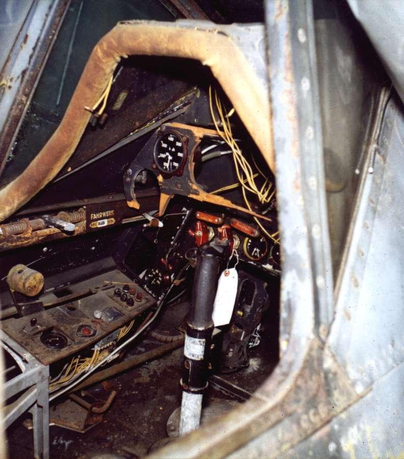 Ta_152_H-0_Cockpit_3.jpg